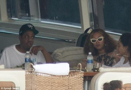 [Pics!] Beyonce and Jay Z Spotted Yachting Around Miami