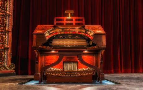 Mighty Wurlitzer Theatre Organ   Courtsey of Tampa Theatre