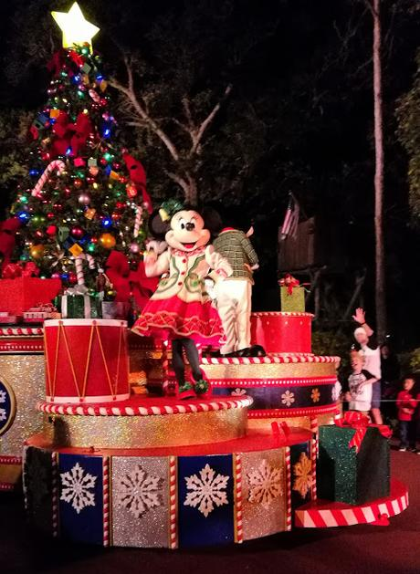 review mickeys very merry christmas party at magic kingdom walt disney world - Mickeys Very Merry Christmas Party Reviews