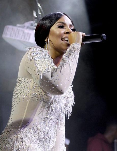Singer Ashanti Stops Performance & Snaps On A Disrespectful  Fan