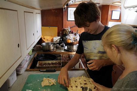 Max and Mairen make pie