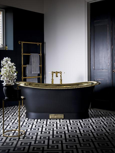 Can it get more lavish than this? Escape and relax in this gorgeous black and gold Brass Bateau Bath by Catchpole & Rye.