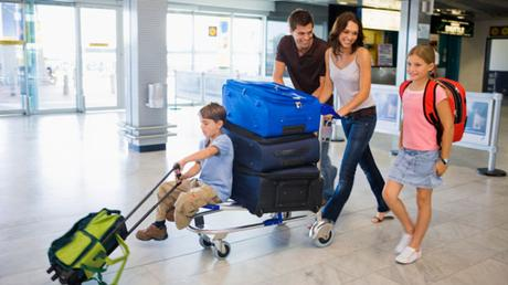 Travelling in Greece with your children: 7 helpful tips