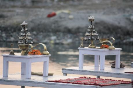 DAILY PHOTO: Scenes from Ganga Aarti at Triveni Ghat