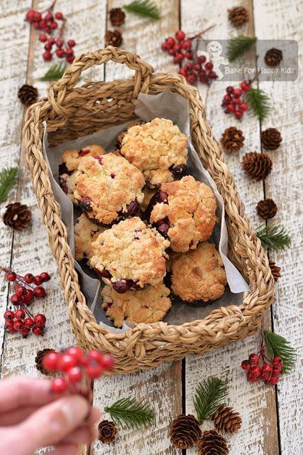 cranberry buttermilk streusel crumble muffins