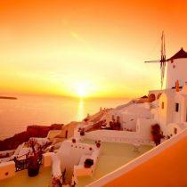 Plan your wedding in Santorini watching the gorgeous sunset