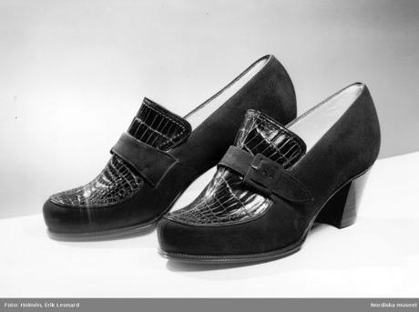 Promenade pumps in Hallandian model of brown mocca with real crocodile insertion 1941