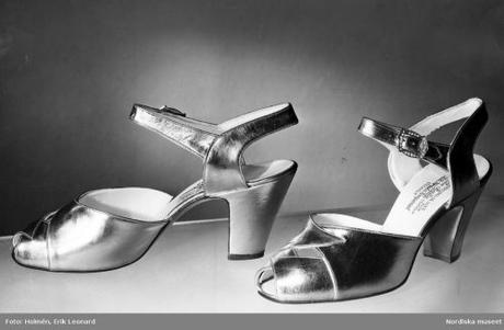 Evening shoes from Bally in silver and gold cherries. Sandals for dancing 1944
