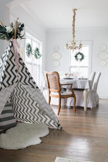 I'm Dreaming of a White Christmas Table Setting