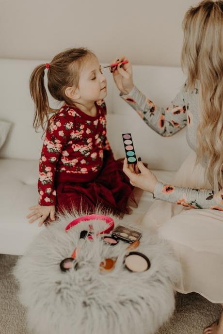Valentine's Day activities to do with your kids; pretend makeup!