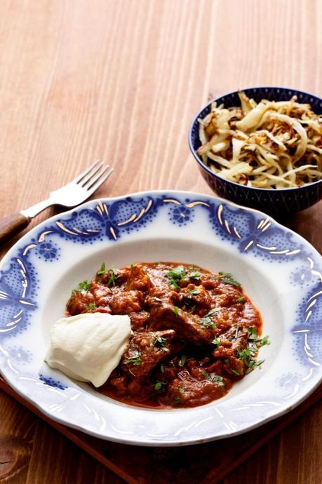 Goulash with butter-fried cabbage