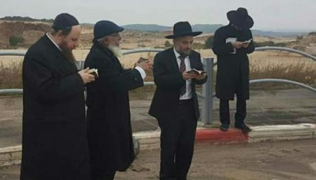 Abutbol prays against plague in Bet Shemesh