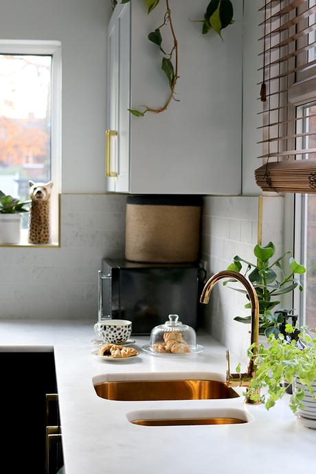 Kitchen style tips and inspiration. Looking for a more understated and organic look? why not add brass and soft rose gold accents.