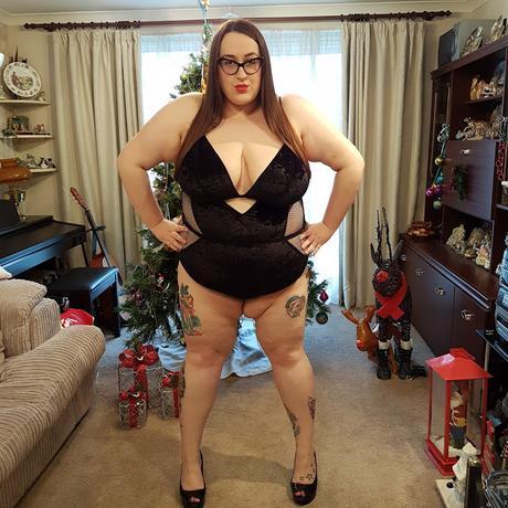 New Look Curves Black Velvet Fishnet Bodysuit review