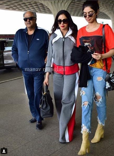 shreedevi, boneykapoor, shreedevi daughter, aiport lokks, bollywood family, rhea kapoor, sonam kapoor sisters, harshvardhan kapoor, rugged jeans, anil kapoor daughter, pune bloggers, mumbai bloggers, fashion bloggers India, best fashion bloggers India, delhi,
