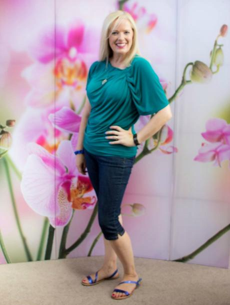 Where to End Tops to Make Your Hips and Tummy Look Slimmer