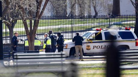 Man Shoots & Kills Himself Outside The White House