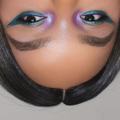 abh-insomniac-winged-eyeliner-teal-makeup.jpg