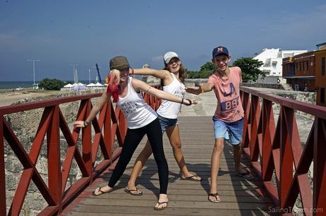 kids on the bridge cartagena