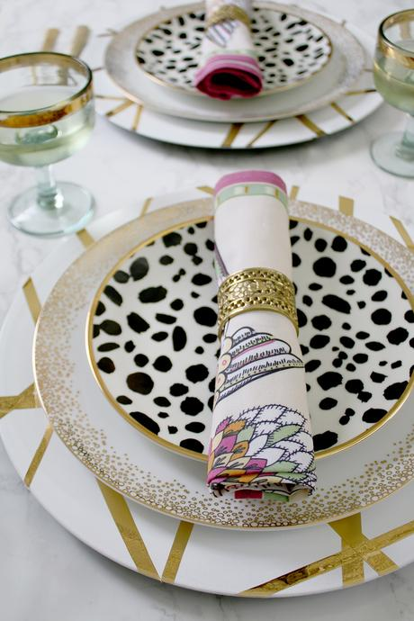 Cool DIY ideas for your home. Decorative gold charger plates by Swoon Worthy.
