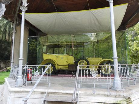 The 1912 canary yellow Rolls Royce at Chowmahalla Palace