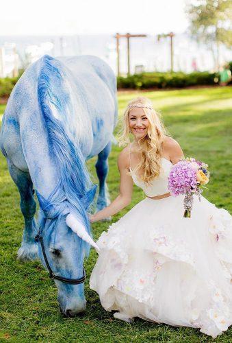 creative wedding photos bride blue horse chardphoto