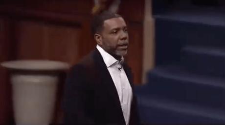 Pastor Creflo Dollar Tells Congregation  Not To Criticize Snoop Dogg