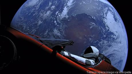 Elon_Musk's_Tesla_Roadster_in_space