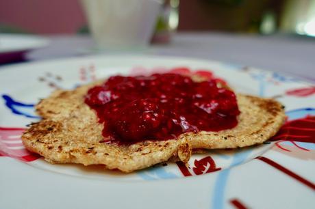 Vegan Wholewheat Pancakes with raspberry vanilla sauce!