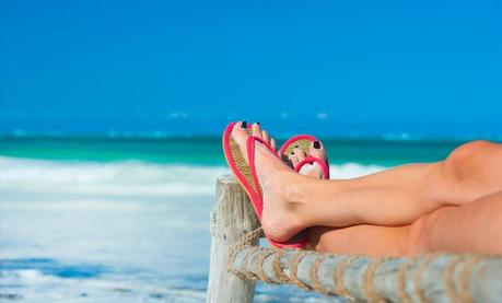 7 Essential Fashion & Accessory Items You Must Buy For That Stylish Beach Look!