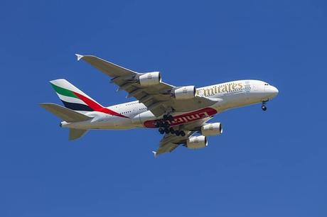 aircraft-landing-emirates-fly