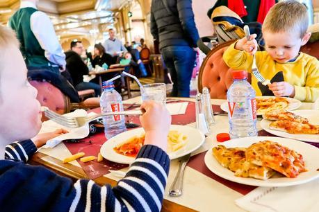 plaza gardens restaurant disneyland paris, where to eat as a vegetarian disneyland paris, vegetarian in disneyland paris,