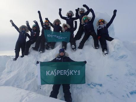 Team of European and Middle Eastern Women Ski to the North Pole