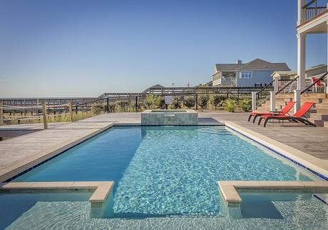 Concrete and Fiberglass Pools: How Should You Choose Between the Two?