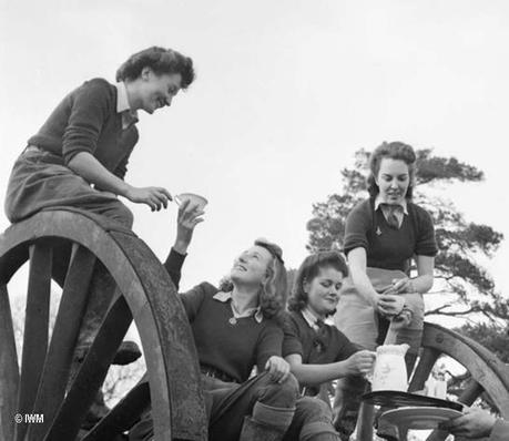 Land-Girls-Eileen-Barry,-Audrey-Willis,-Betty-Long-and-Audrey-Prickett