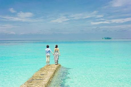 Couple on a summer beach vacation