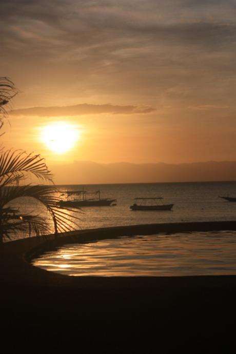 DAILY PHOTO: Sunset on Panagsama Beach