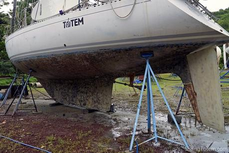 sailboat without bottom paint