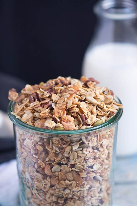 A Pretty Simple Homemade Crunchy Granola Recipe