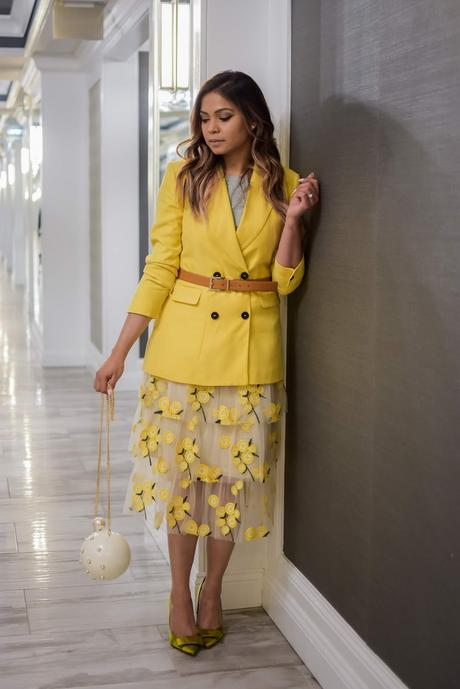 how to wera yellow on yellow, monochromatic outfit, tulle skirt outfit, embroidered skirt outfit, ywllow skirt, graphic t, yellow blazer, citrus, green pumps, rosegold hai, wavy hair, myriad musings