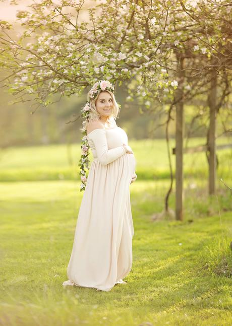 Spring boho maternity photos featuring Sew Trendy Accessories