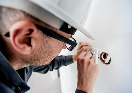 6 Things You Should Know Before You Hire An Electrician