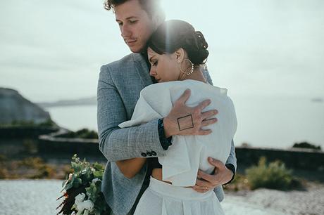 modern-romantic-elopement-santorini-_24