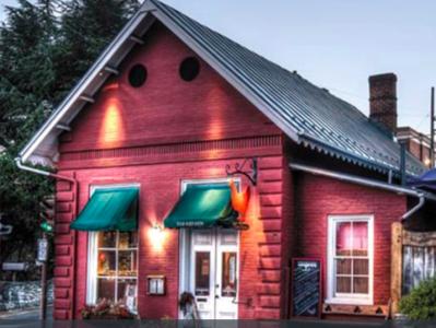 WH Press Sec. Sarah Sanders asked to leave Virginia restaurant