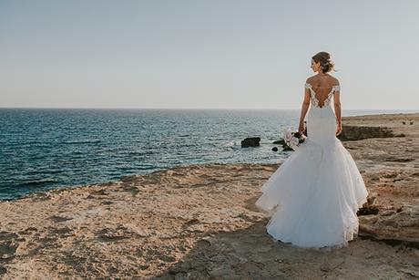 dreamy-wedding-overlooking-ocean_03