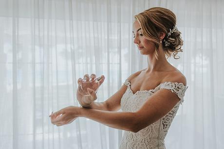 dreamy-wedding-overlooking-ocean_09x