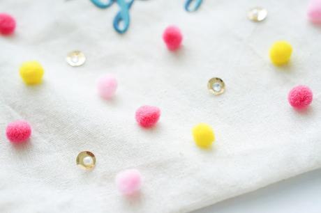 Maggie Holmes Design Team : Pom Pom Bag