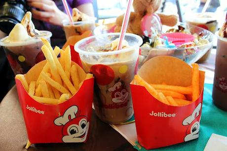 Jollibee's Chocolate and Coffee Floats - your perfect drink for summer!
