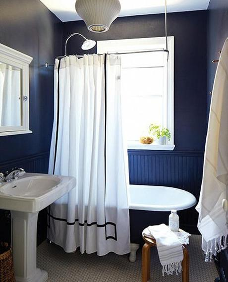 marion-house-book-bathroom-black-white-houseandhome-fall11