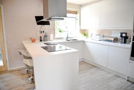 two storey front side extension, kitchen makeover, quickstep livyn, modern white kitchen, clerkenwell gloss hoydens kitchen, white breakfast bar